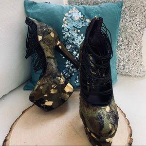 LONDON TRASH Ceres Platform Camo Gold Black Heels